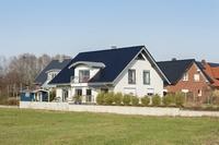 Eine gute Gebäudeversicherung versichert auch das Zubehör und weitere Bestandteile auf dem Grundstück.